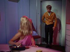 Star Trek Season 1 Episode 2 - Charlie X (15 Sep. 1966), Yeoman Janice Rand (Grace Lee Whitney) and Charlie Evans (Robert Walker)