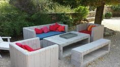 DIY: Turn Old Pallets Into Amazing Patio Furniture