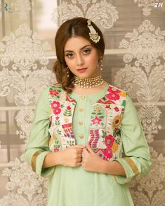 Pakistani Clothes Casual, Pakistani Fashion Casual, Pakistani Girl, Pakistani Actress, Pakistani Outfits, Asian Fashion, Pakistani Dramas, Short Frocks, Frock Design
