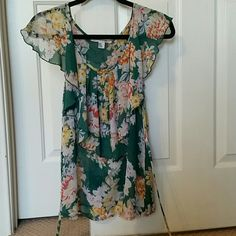Shear Flower blouse Very flowey, green floral blouse. Ties in the back, very flattering and fun! Forever 21 Tops Blouses