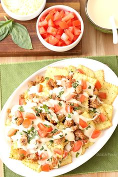 Sometimes you just want to eat nachos for dinner. Transport yourself to Italy with Italian Nachos topped with hot Italian sausage, mozzarella nacho cheese sauce, fresh tomatoes, and basil. Makes enough dinner for two people Pasta Chips, Yummy Appetizers, Yummy Snacks, Appetizer Recipes, Italian Dishes, Italian Recipes, Italian Nachos, Tamales, Quesadillas