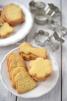 Maślane ciasteczka Polish Desserts, Polish Recipes, Cookie Desserts, Holiday Desserts, Cookie Recipes, Dessert Recipes, Iced Sugar Cookies, Sweet Little Things, Cookie Crumbs