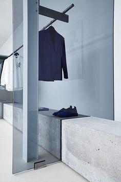 Etudes Studio Minimalistic Shop Design in Paris Retail Interior Design, Retail Store Design, Retail Shop, Retail Displays, Shop Displays, Window Displays, Etudes Studio, Men's Fashion Brands, Fashion Stores
