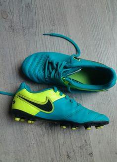 À vendre sur #vintedfrance ! http://www.vinted.fr/mode-enfants/garcons-vetements-de-sport/43296801-chaussures-foot-nike-tiempo