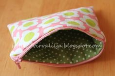 Vaapula: Tosi helppo vetoketjupussukan ohje Sewing Projects, Projects To Try, Diy Bags Purses, Pouch, Wallet, Handicraft, Back To School, Sunglasses Case, Diy And Crafts