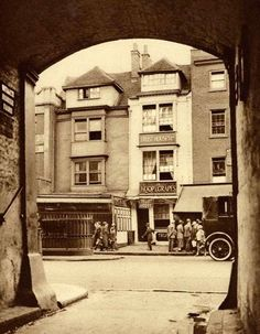 28 Amazing Vintage Photographs of London in the Late and Early Centuries ~ vintage everyday Victorian London, Vintage London, Old London, East London, London Today, London Life, London Photography, Aerial Photography, London Pictures