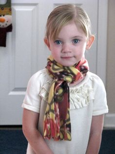 2 Minute Scarf...no sew and easy for kids too!