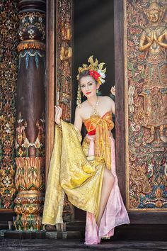 Thai traditional dress Festival Costumes, Festival Dress, Thai Fashion, Look Fashion, Thai Traditional Dress, Traditional Outfits, Asian Cute, Beautiful Asian Girls, Thailand Costume