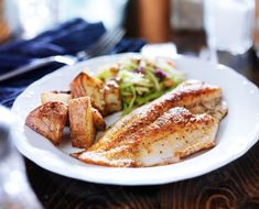 Satisfy your taste buds and set your metabolism on fire with this delicious Keep it Clean Tilapia recipe! Cayenne, ginger and mustard are three ingredients that help you burn fat just by eating them! Tilapia is highly valued as a seafood source due to its Air Fryer Fish Recipes, Paleo Fish Recipes, Tilapia Recipes, Top Recipes, Seafood Recipes, Cooking Recipes, Healthy Recipes, Healthy Menu, Amazing Recipes