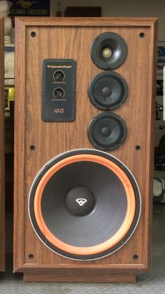 15 Stylish Speaker Stands Ideas for Modern Designs – My Life Spot Audiophile Speakers, Hifi Audio, Stereo Speakers, Klipsch Speakers, Floor Standing Speakers, Speaker Box Design, Recorder Music, Speaker Stands, Loudspeaker