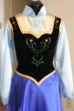 Adult Anna from Frozen : you can see more detail of the vest here .I think I will use fabric paint to design the floral motif.
