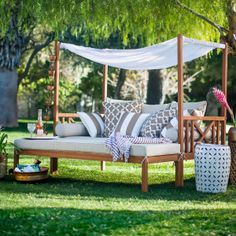 Dreamy Outdoor Daybeds