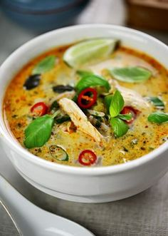 Thai chicken curry soup with basil and lime Comida Diy, Asian Recipes, Healthy Recipes, Delicious Recipes, Lime Recipes, Quick Soup Recipes, Jalapeno Recipes, Simply Recipes, Healthy Soup