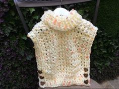 Beatriz Santos shared a video Gilet Crochet, Crochet Coat, Crochet Cardigan, Diy Crochet, Crochet Clothes, Crochet Baby, Prayer Shawl Patterns, Crochet Poncho Patterns, Crochet Videos