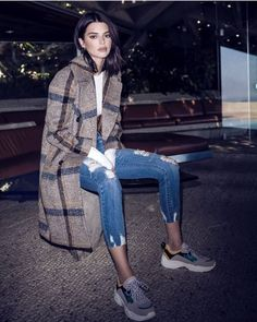 Kendall Jenner wearing Kendall Kylie Double-Breasted Button Front Plaid Coat, Kendall Kylie Bustier White Bodysuit, Kendall Kylie Ultra Babe Perfect Ripped Mid-Rise Jeans and Kendall Kylie Kk Focus Round-Toe Lace Up Platform Dad Sneakers Winter Outfits, Casual Outfits, Fashion Outfits, Swag Outfits, Fashion Styles, Mantel Styling, Mantel Outfit, Mode Dope, Star Fashion