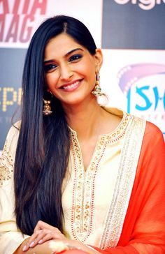 Sonam Kapoor looked radiant at Bhaag Milkha Bhaag DVD Launch #Bollywood #Fashion #Style #Beauty