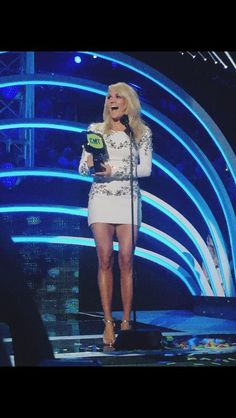 I love how cute Carrie Underwood is.