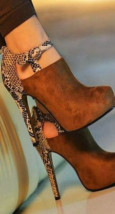 Gorgeous high heel brown shoes