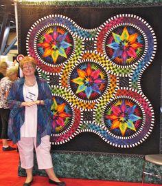 Jacqueline de Jonge (the designer of this pattern) at Quilt Market....... WOW!!!!