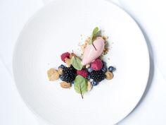 Beautiful dessert with berries, ice cream and dulce de leche - Copenhagen Cakes <3