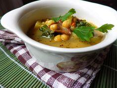 Houbová polévka s cizrnou a kadeřávkem Cheeseburger Chowder, Thai Red Curry, Ethnic Recipes, Food, Essen, Meals, Yemek, Eten