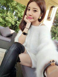 Sexy granny fuzzy sweater brunette masturbating you
