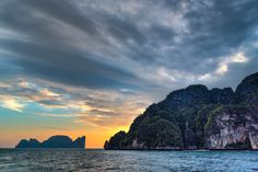 https://flic.kr/p/RibEkY | Sunset At Phi Phi Lee | Sunset at Phi Phi Lee with Moskito Island in the distance. Thank you in advance for any feedback.