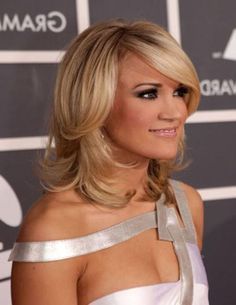 Jessica Simpson short hair is known because of its numerous styles. Medium Short Hair, Short Hair With Layers, Medium Hair Styles, Short Hair Styles, Short Hairstyles 2015, Pretty Hairstyles, Jessica Simpson Short Hair, Concert Hairstyles, Unique Wedding Hairstyles