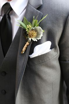 Rustic boutonniere: http://www.stylemepretty.com/illinois-weddings/chicago/2015/05/15/vintage-glam-chicago-wedding/ | Photography: Robyn Rachel - http://robynrachelphotography.com/