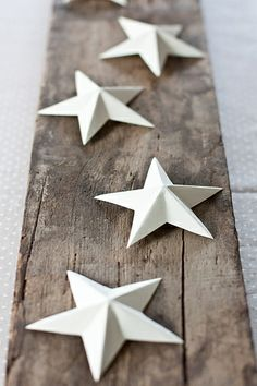 stars on old wood, simple + lovely Scandinavian Christmas, White Christmas, Christmas Time, Christmas Crafts, Christmas Decorations, Holiday, Paper Crafts, Diy Crafts, 3d Paper