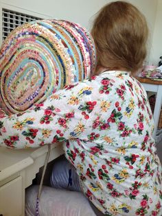 Quilters Basket Tutorial using strings and scraps. I love this...love, love!
