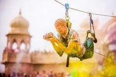 a suspended photographer photographing the colorful Hindu Festival 'HOLI' in India. Holi Colors, Holi Festival Of Colours, India Colors, Holi Photo, Holi Powder, Festival Photography, Photography Tips, Amazing Photography, 1920x1200 Wallpaper