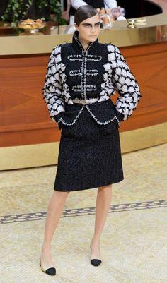 Chanel Herbst/Winter 2015 - Über-Model Cara Delevingne eröffnete und schloss die Show