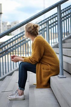 Kein Schnickschnack Strickjacke Source by aennisews cardigan outfits Oversized Knit Cardigan, Knit Cardigan Pattern, Yellow Cardigan, Pullover Outfit, Cardigan Fashion, Mode Simple, Pulls, Winter Outfits, Autumn Fashion