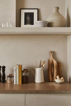beautiful kitchen items on display Kitchen Interior, Interior And Exterior, Kitchen Design, Kitchen Decor, Zara Home Kitchen, Kitchen Items, Interior Design Inspiration, Home Decor Inspiration, Home Design