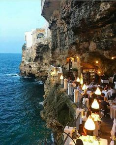 Hotel Ristorante Grotta Palazzese (Polignano a Mare, Italie - Pouilles) Places Around The World, Oh The Places You'll Go, Places To Travel, Travel Destinations, Places To Visit, Around The Worlds, Travel Tours, Travel Ideas, Travel Guide