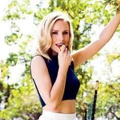 Kristen Bell Only Cooks Chickens That Have Had a Good Massage, Loves Spicy Pizza Kristen Bell, Hollywood Fashion, Beautiful Celebrities, Beautiful Women, Blonde Actresses, Hot Actresses, Perfect Chicken, Veronica Mars, Sexy Women