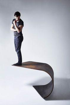 Poised Table Design – Une table qui défie la gravité