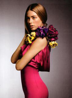 Picture of Doutzen Kroes Fashion Art, Runway Fashion, Fashion Models, Photoshoot Inspiration, Style Inspiration, Glamorous Chic Life, Botanical Fashion, Just Style, Doutzen Kroes