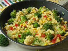 Kasza jaglana z warzywami to danie na lekki i zdrowy obiad, ciepłą kolację albo sałatkę. Taka kasza dobrze smakuje na ciepło, jak i na zimno. Dlatego z powodzeniem można zabrać ją do pracy na drugi… Healthy Dinner Recipes, Vegetarian Recipes, Cooking Recipes, Sunday Meal Prep, Big Meals, Tasty Dishes, Vegetable Recipes, Good Food, Food And Drink