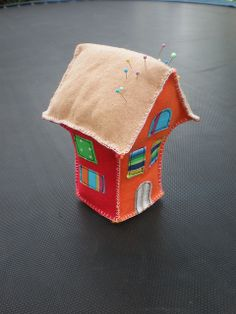 House pincushion | Flickr - Photo Sharing! cristalidesigns.com