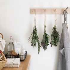 DIY dried herbs | Hang dry summer herbs in your kitchen to preserve them for the winter