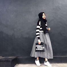 Stylish Hijab Monocrom