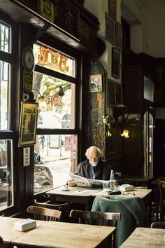 Reading ~in Buenos Aires, Argentina Cafe Bar, Cafe Restaurant, Cafe Bookstore, Modern Restaurant, Film Photography, Street Photography, Scenic Photography, Landscape Photography, Composition D'image