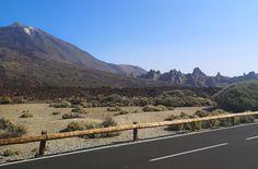 Teide kansallispuisto ja Teide tulivuori ovat komea näky Teneriffan auringonpaahteessa. Lue blogista parhaat tärpit Teiden kansallispuistoon! // www.kookospalmunalla.fi // The Teide National Park and the Teide Volcano are a magnificent sight in the burning heat of Tenerife. Read more from my blog! // www.kookospalmunalla.fi // #teide #tenerife #teneriffa #kookospalmunallablog #travel #matkablogi Tenerife, Canary Islands, Volcano, Safari, National Parks, About Me Blog, Mountains, Nature, Travel