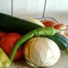 Eat Healthier and Save Money: Grocery-Shopping Tips Save Money On Groceries, Diet And Nutrition, Shopping Hacks, Grocery Store, Simple Way, Cucumber, Zucchini, Saving Money, Healthy Eating
