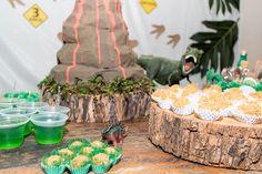 Toras de madeira, Docinhos, gelatina verde ... Birthday Cake, Desserts, Logs, Sweet, Madeira, Jello, Green, Birthday Cakes, Deserts