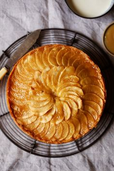 Toffee Apple Cake Patisserie Makes Perfect Apple Desserts, Apple Recipes, Sweet Recipes, Baking Recipes, Delicious Desserts, Cake Recipes, Dessert Recipes, Yummy Food, Apple Cakes