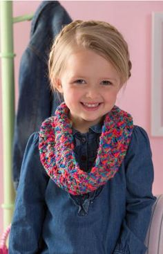 Tulip Girl's Cowl Free Crochet Pattern from Red Heart Yarns