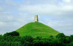 [NOWY POST] 🎭 Dzisiaj o mieście niezwykle tajemniczym, niosącym ze sobą historię czasów średniowiecznych. Glastonbury to legendarne miasto, które utożsamiane jest z mityczną wyspą Avalon. Więcej na stronie: www.kolejnykroknaprzod.wordpress.com 🎭...